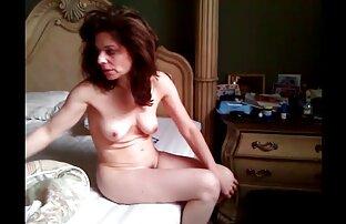 लड़के ने घर पर एक मूवी फुल सेक्सी मूवी वेश्या को बुलाया।