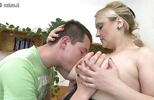 दीवार आसनों के साथ सेक्सी फिल्म चाहिए फुल मूवी एक कमरे में गोरा और उसके मुंह में डालना