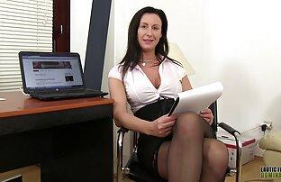 देखें बतख के साथ एक सुनहरे बालों वाली महिला और एक महिला सेक्सी फुल मूवी हिंदी वीडियो दृश्य